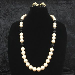 Jewelry - Vintage Beaded Necklace & Earrings Set g015